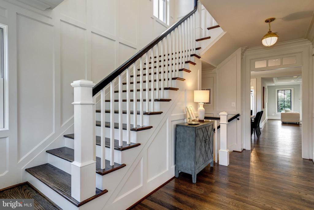 Architecutural moldings, wood floors on 3 levels - 4856 33RD RD N, ARLINGTON