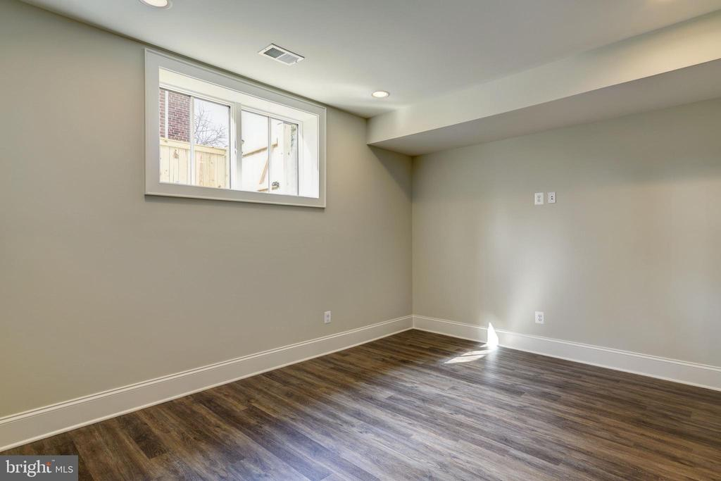 LL flex room with media outlet-office, gym, music - 4856 33RD RD N, ARLINGTON