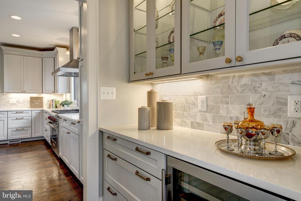 butler pantry, wine fridge, kitchen pantry - 4856 33RD RD N, ARLINGTON