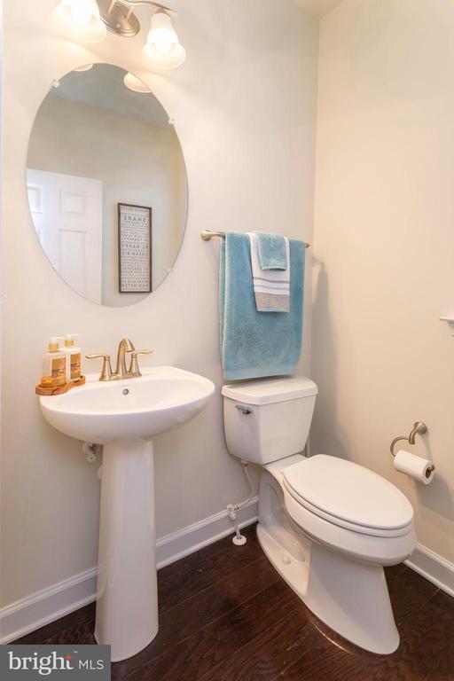 Half Bath on Main Level - 6109 HUNT WEBER DR, CLINTON