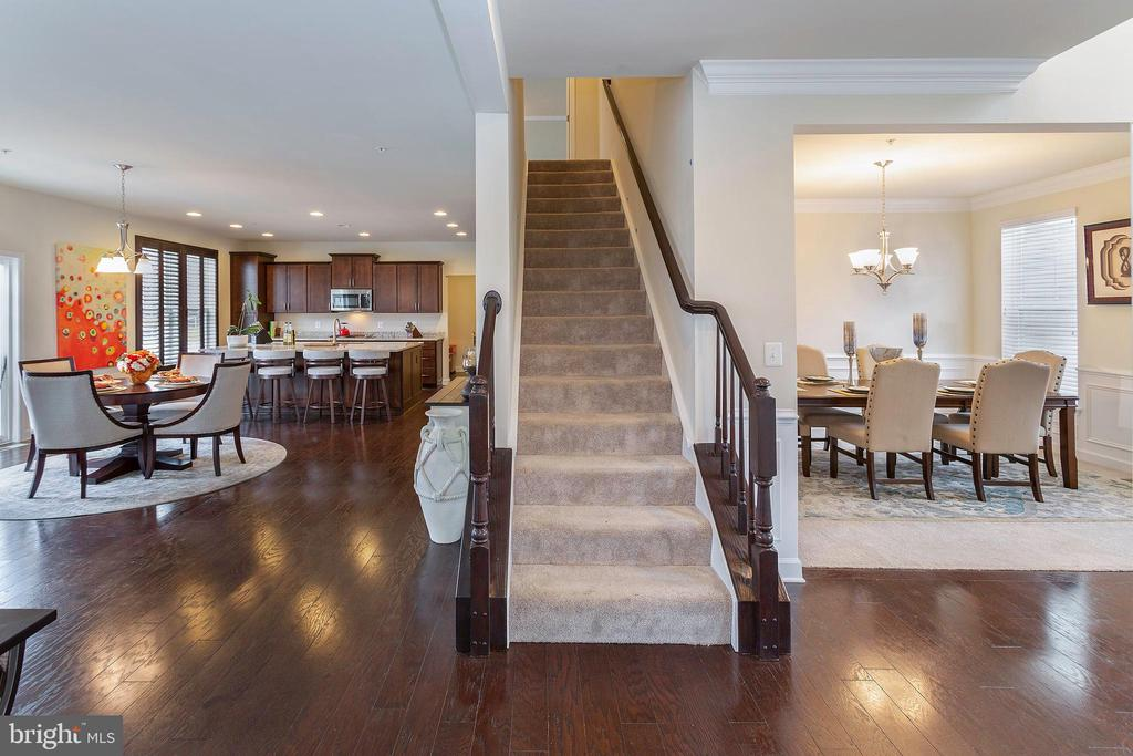 Stairwell to Upstairs Level - 6109 HUNT WEBER DR, CLINTON