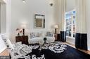 Bright Living Room - 18348 FAIRWAY OAKS SQ, LEESBURG