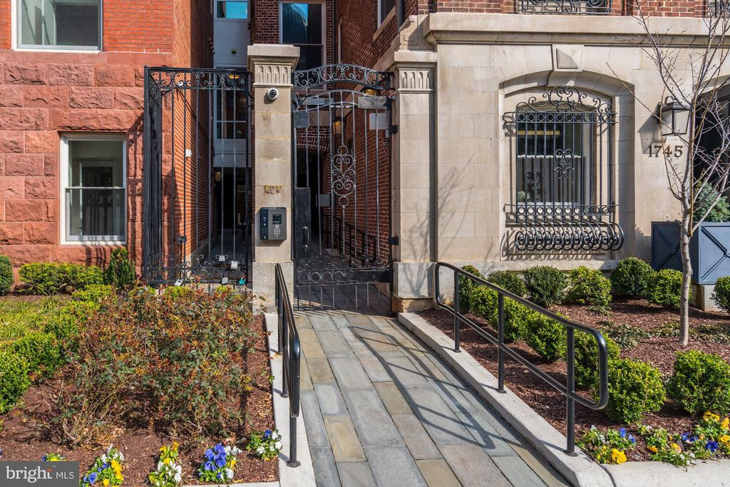 Iron gate entry, gated community - 1745 N ST NW #210, WASHINGTON