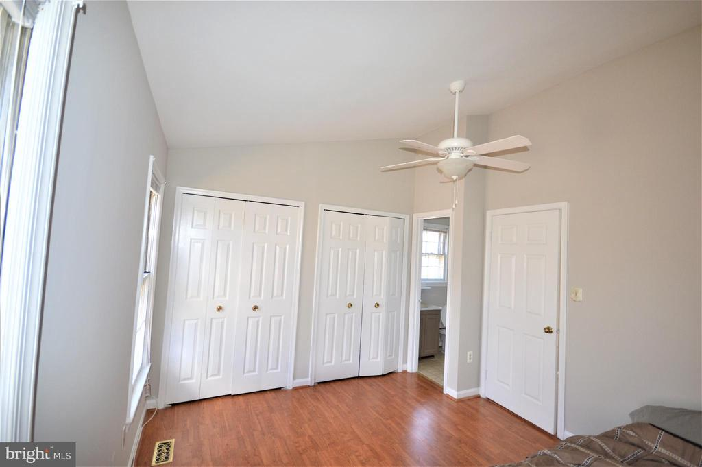 Vaulted ceilings in the master, 2 closets, full BA - 6490 BRICK HEARTH CT, ALEXANDRIA