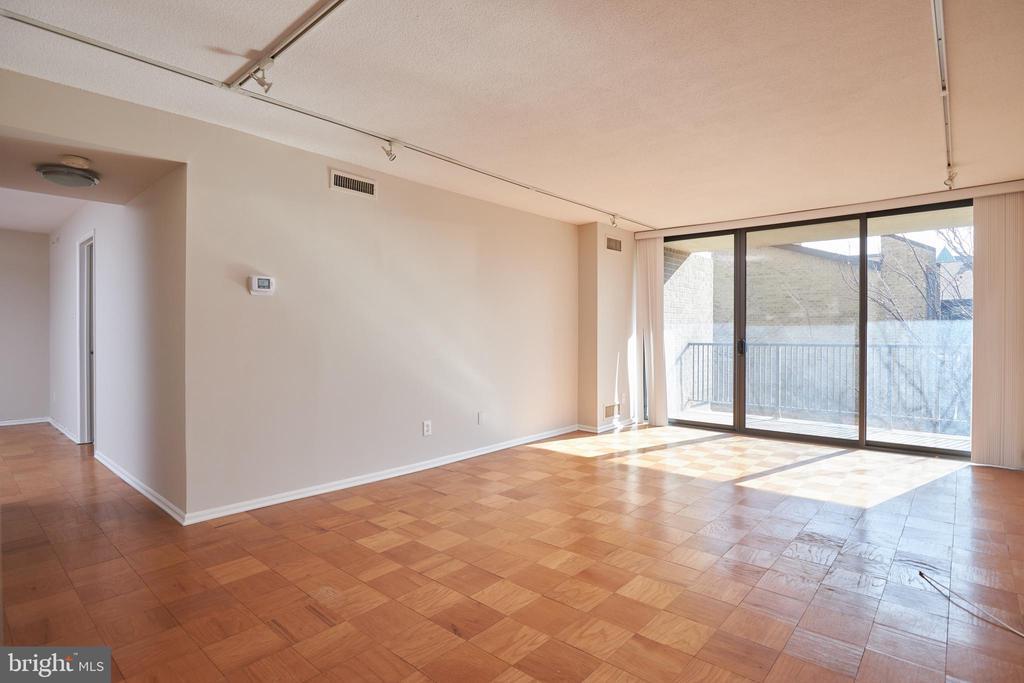 Living Room - 4 MONROE ST #302, ROCKVILLE