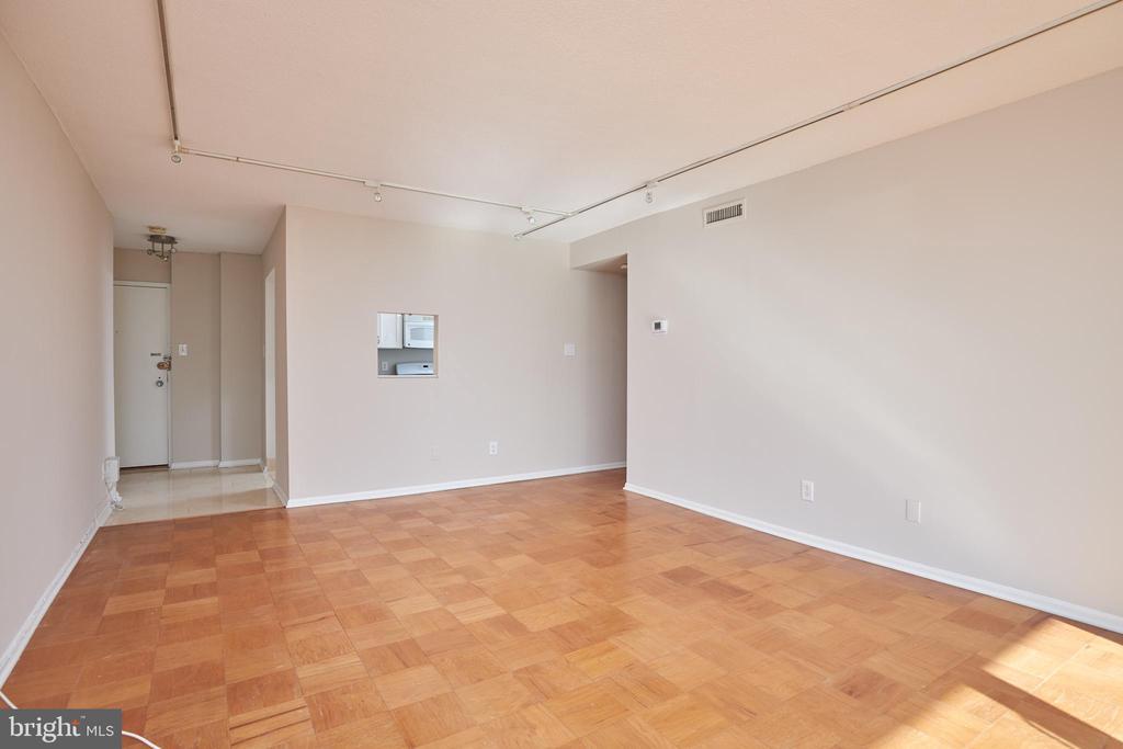 Foyer to Living Room - 4 MONROE ST #302, ROCKVILLE