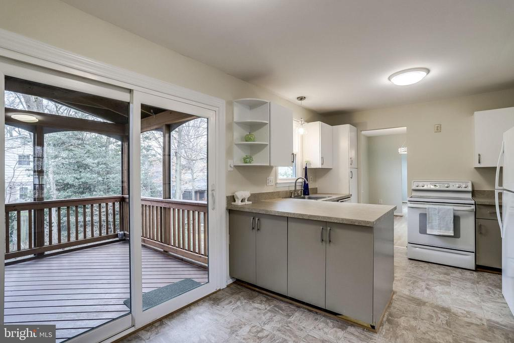 Efficiency kitchen with space for everything. - 9211 ANTELOPE PL, SPRINGFIELD