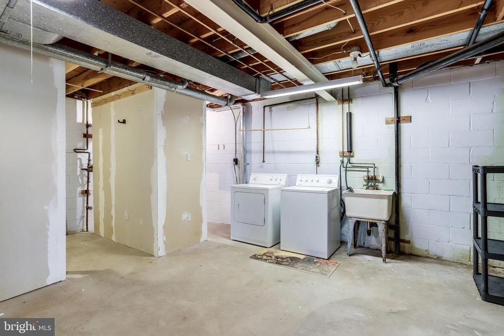 Washer and dryer area with lots of hanging space. - 9211 ANTELOPE PL, SPRINGFIELD