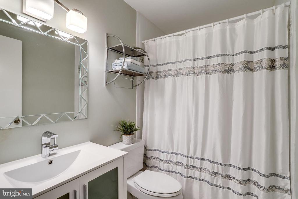 Revised hall bath. - 9211 ANTELOPE PL, SPRINGFIELD