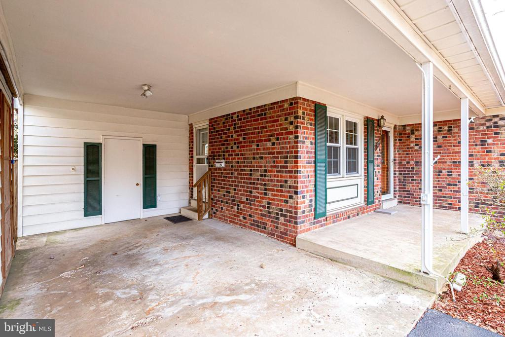Room for a cute bench on this large patio! - 9211 ANTELOPE PL, SPRINGFIELD