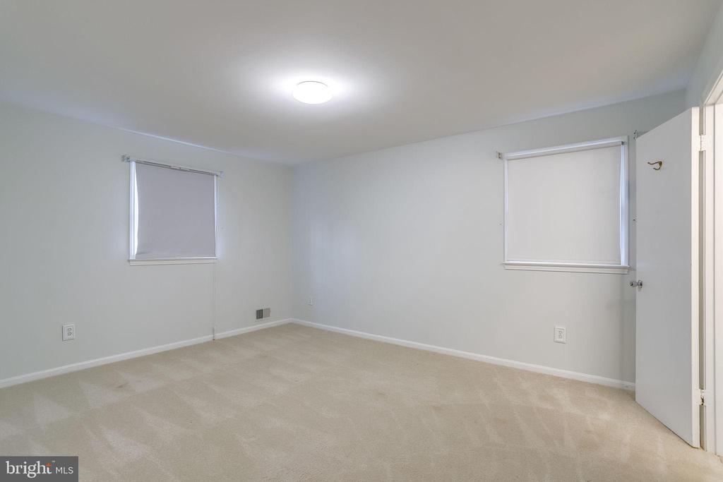 Newer carpet and lighting. - 9211 ANTELOPE PL, SPRINGFIELD