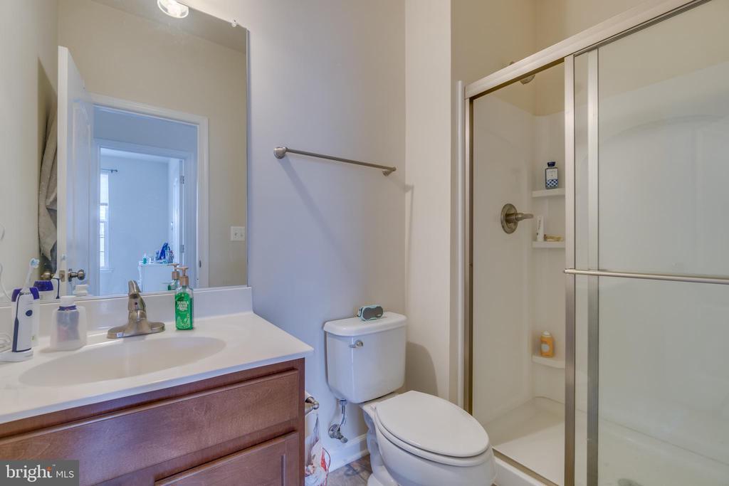 Lower Level Full Bathroom - 8 LAMPLIGHTER LN, STAFFORD