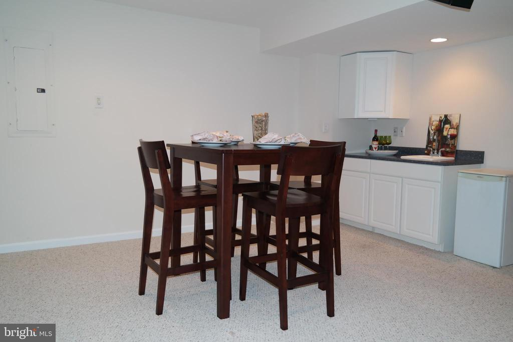 Table space and Kitchenette across from Theater. - 134 BRADDOCK ST, CHARLES TOWN
