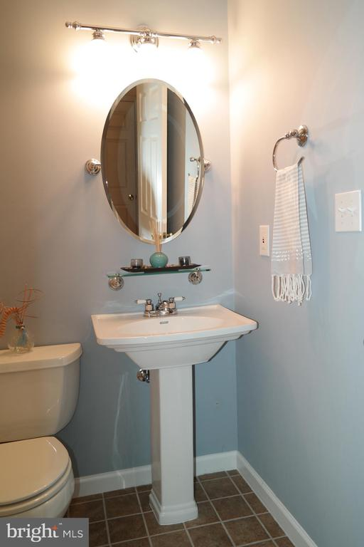 Half Bath on the main level. - 134 BRADDOCK ST, CHARLES TOWN