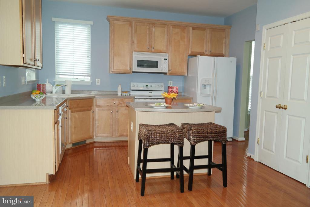 Large pantry, island bar & hardwood in kitchen. - 134 BRADDOCK ST, CHARLES TOWN