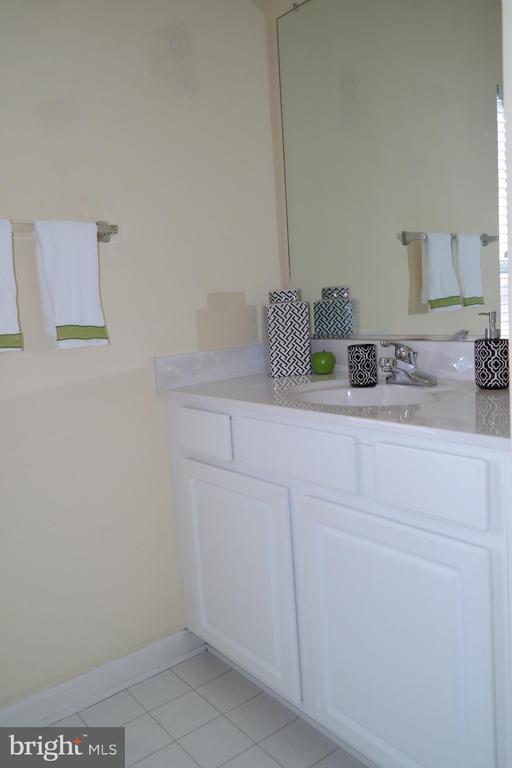 Hallway bath has ceramic tile in tub & shower. - 134 BRADDOCK ST, CHARLES TOWN