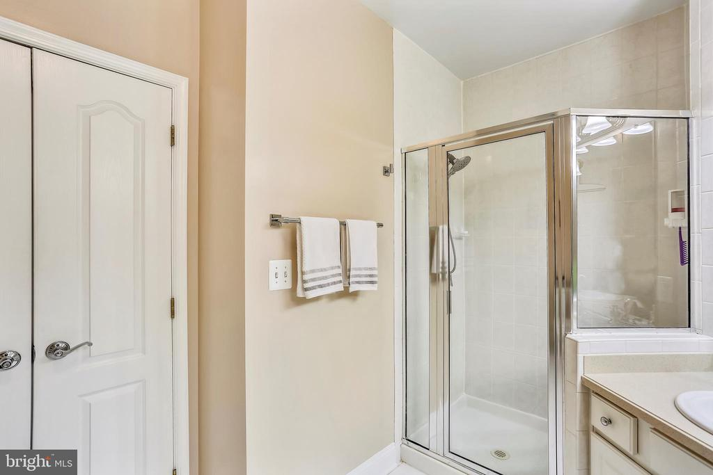 Master Bathroom, linen Closet, Sperate Shower... - 802 GRAND CHAMPION DR #11-302, ROCKVILLE