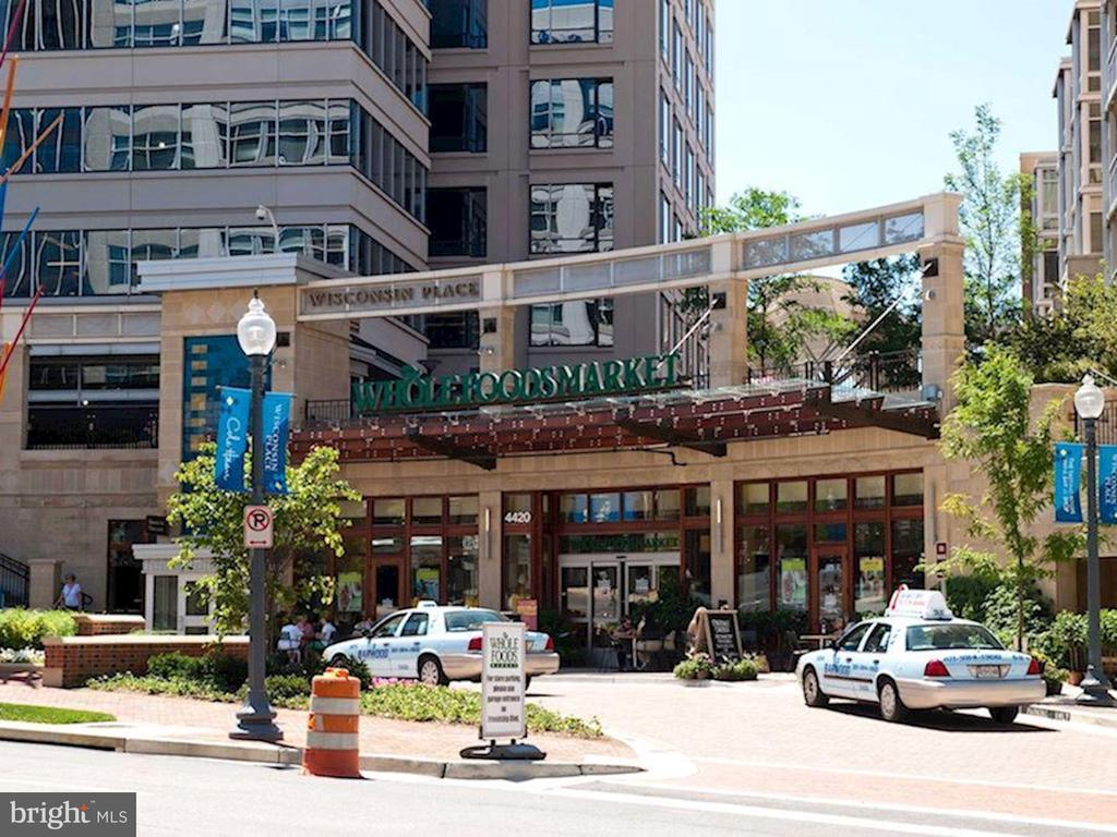 Near Shopping, Restaurants, Movies, Banks, Market - 5500 FRIENDSHIP BLVD #1604N, CHEVY CHASE