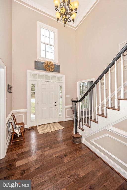 Hardwoods through first floor - 2983 SUMMIT DR, IJAMSVILLE