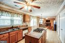 Kitchen granite counter tops, gas cook top - 29 SARASOTA DR, STAFFORD