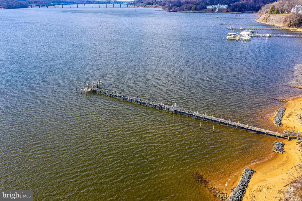 Deep water pier on Severn River w/ 4 boat lifts - 1932 CARROLLTON RD, ANNAPOLIS