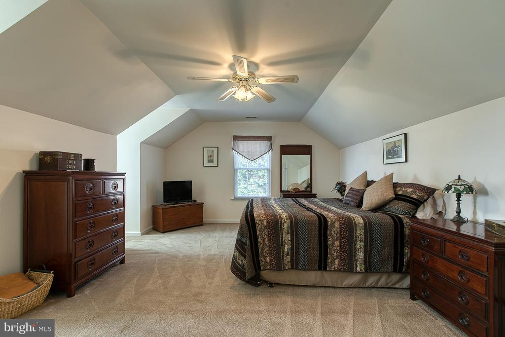 Master Bedroom - 265 GREENSPRING DR, STAFFORD