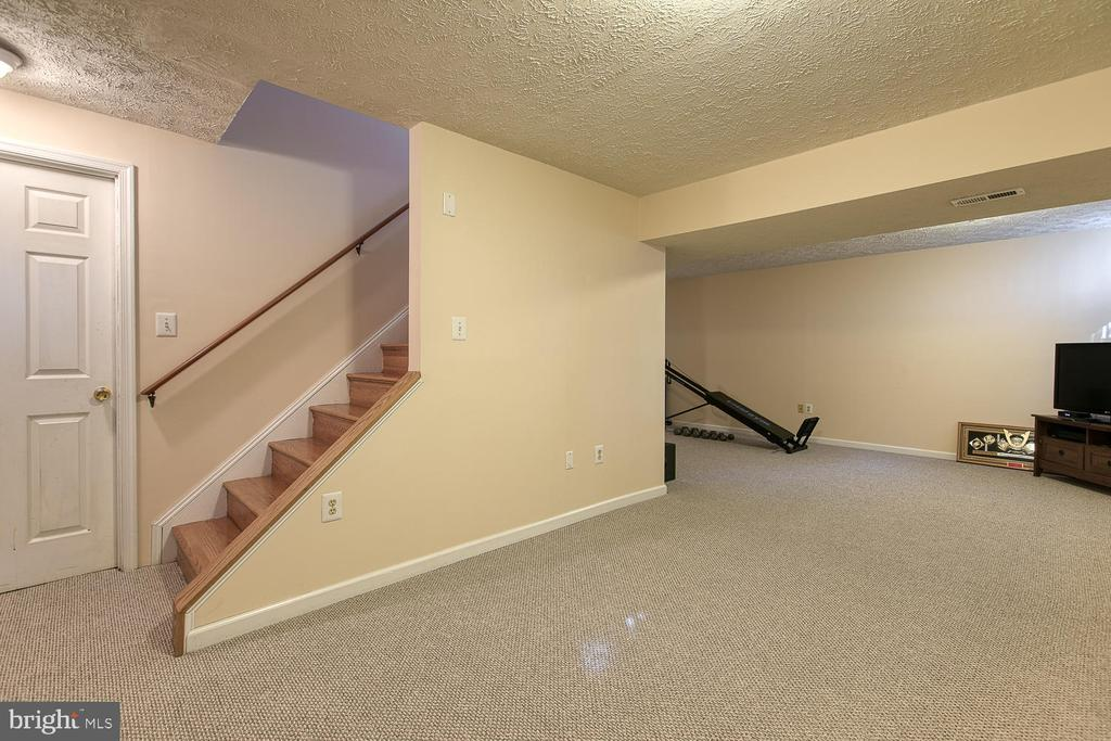 finished basement - 265 GREENSPRING DR, STAFFORD