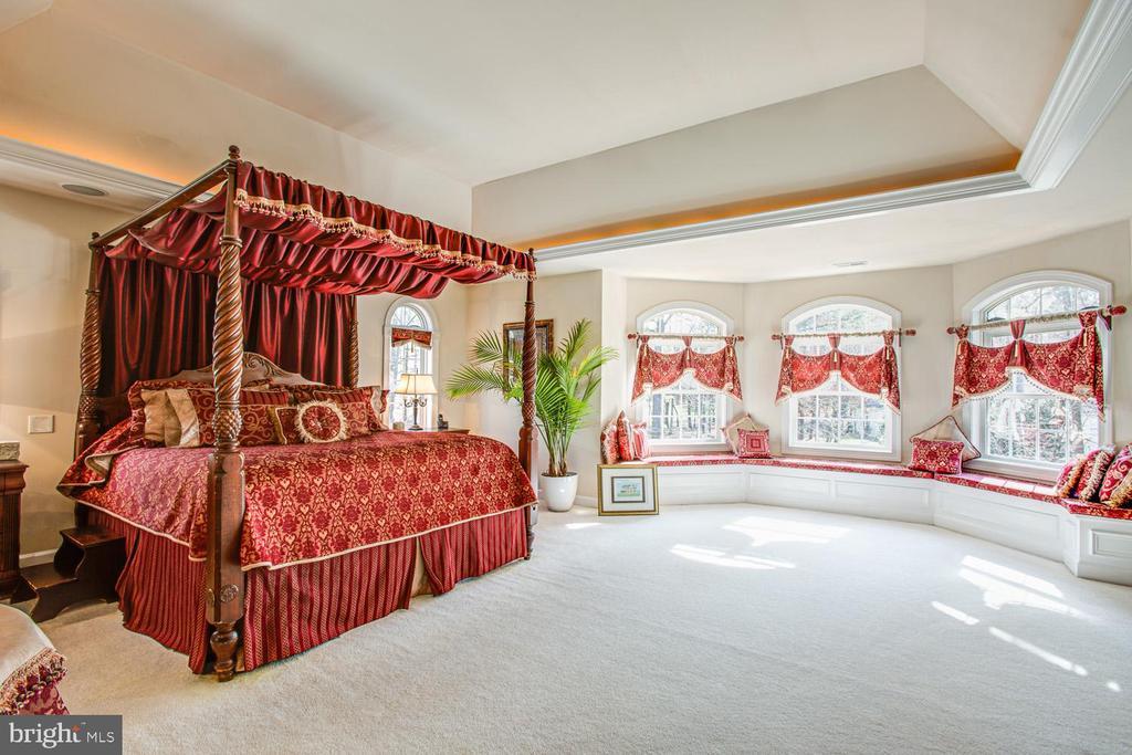 Master bedroom suite - 11400 STONEWALL JACKSON DR, SPOTSYLVANIA