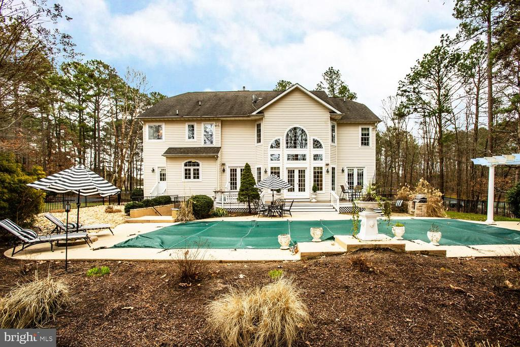 Imagine spending the summer by this pool! - 11400 STONEWALL JACKSON DR, SPOTSYLVANIA