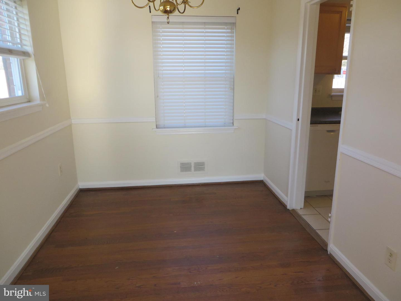 Additional photo for property listing at  Falls Church, Βιρτζινια 22046 Ηνωμένες Πολιτείες