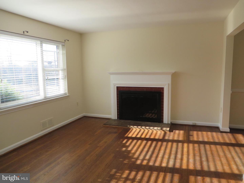Additional photo for property listing at  Falls Church, Virginia 22046 Estados Unidos