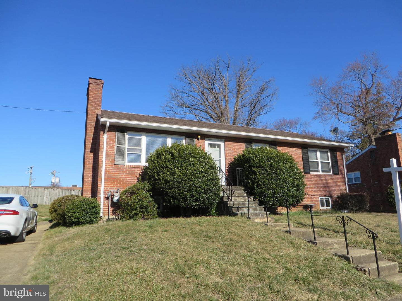 Single Family Homes para Arrendar às Falls Church, Virginia 22046 Estados Unidos
