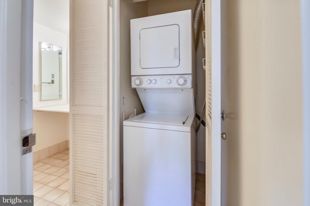 Washer & Dryer in Unit - 1808 OLD MEADOW RD #1011, MCLEAN