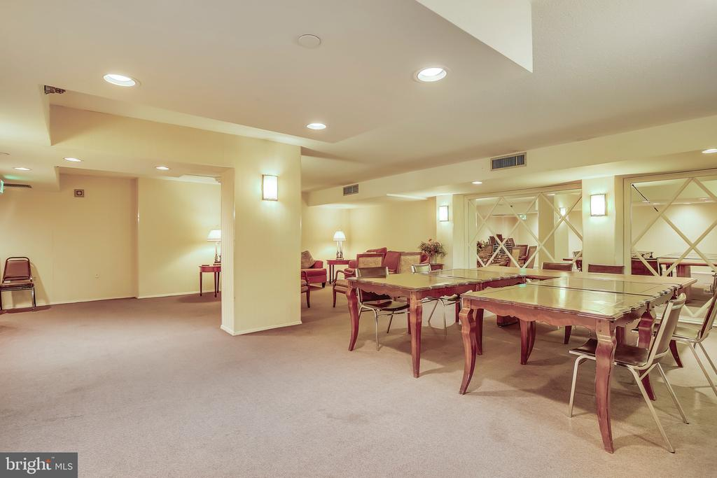 Perfect For Entertaining Lage Groups - 1808 OLD MEADOW RD #1011, MCLEAN