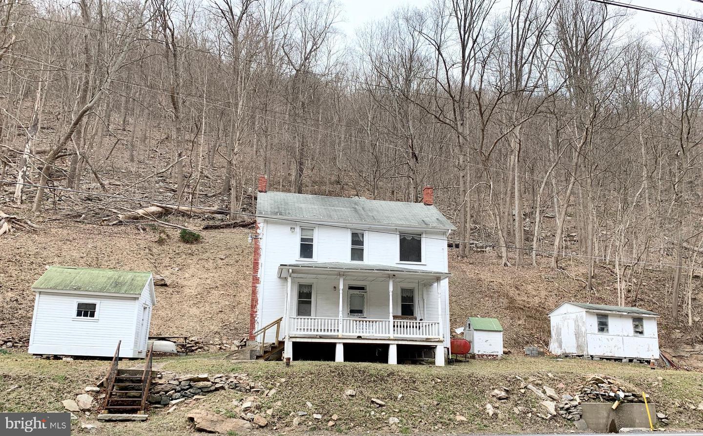 Single Family Homes para Venda às Saxton, Pensilvânia 16678 Estados Unidos