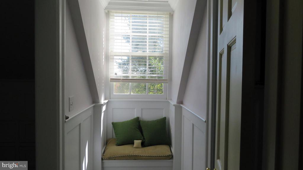 Dormer in Master Bedroom - 110 LINDEN LN, FLINT HILL