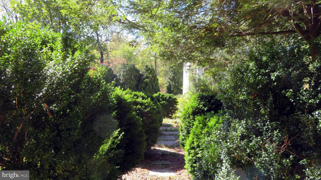Kitchen Garden entrance - 110 LINDEN LN, FLINT HILL