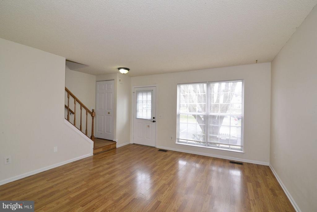 Bright open Livingroom - 14776 BASINGSTOKE LOOP, CENTREVILLE