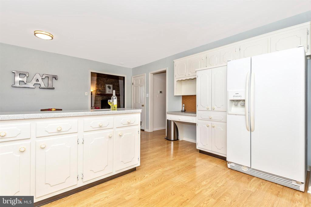 And more cabinet space! - 5800 MEADOW DR, FREDERICK