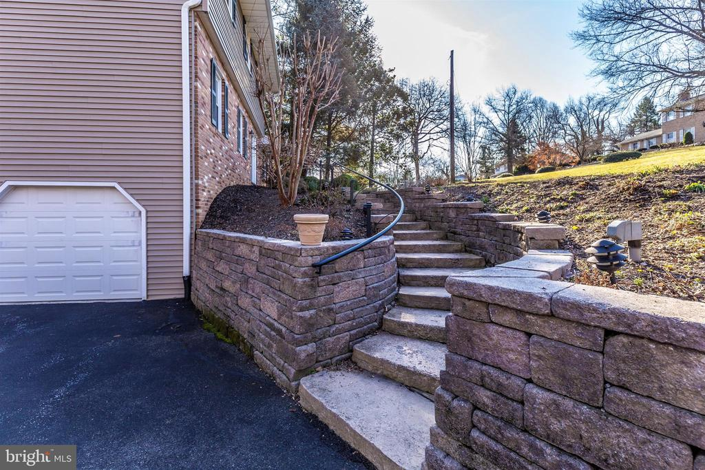 Hardscaping to front door - 5800 MEADOW DR, FREDERICK