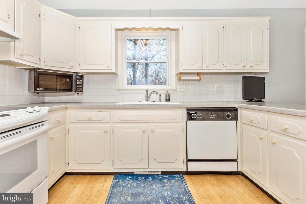 Plenty of cabinet space - 5800 MEADOW DR, FREDERICK