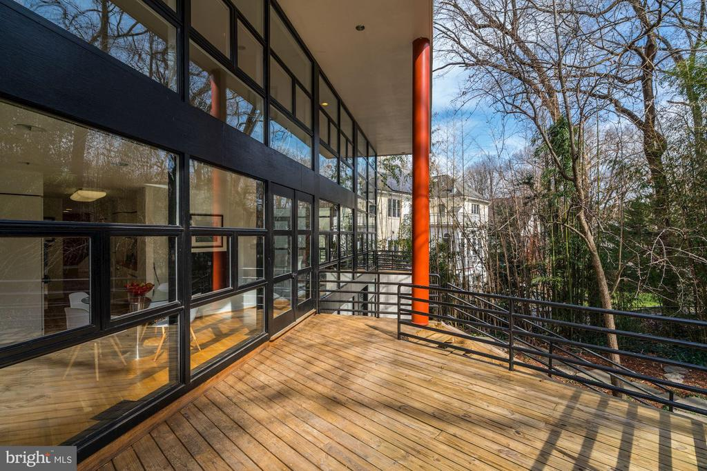Picturesque Deck - 4708 DORSET AVE, CHEVY CHASE