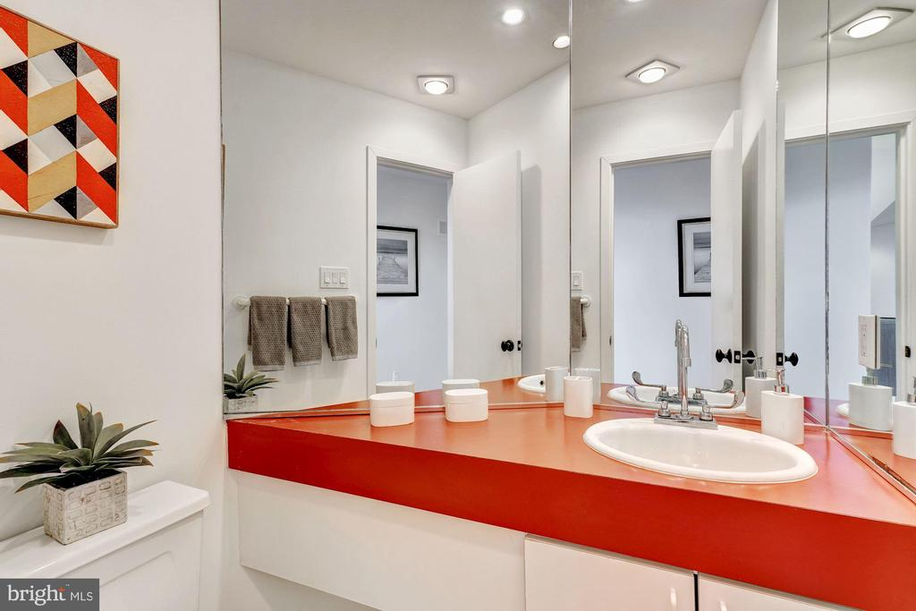 Powder Room - 4708 DORSET AVE, CHEVY CHASE