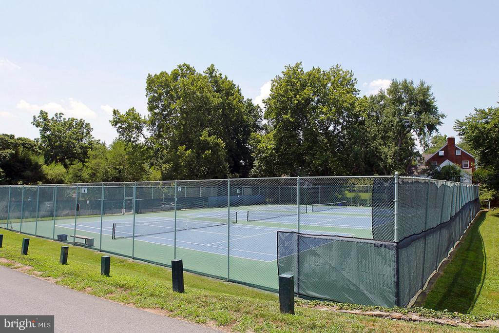 The Town of Somerset Tennis Courts - 4708 DORSET AVE, CHEVY CHASE