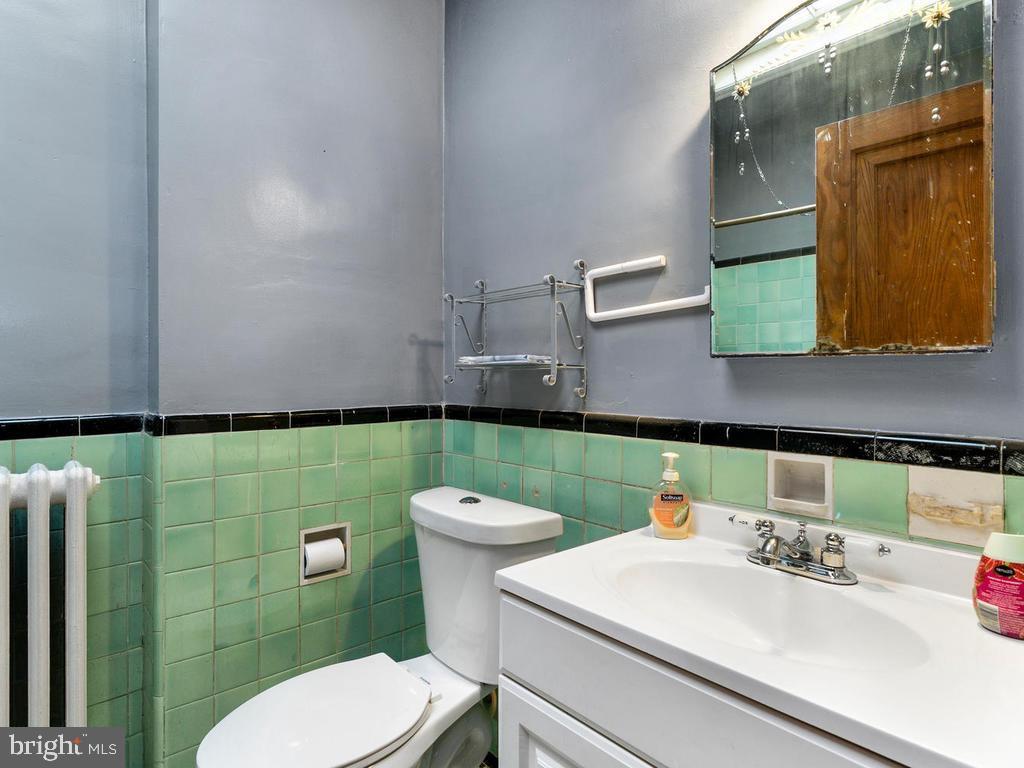 Full Bath - 438 INGRAHAM ST NW, WASHINGTON
