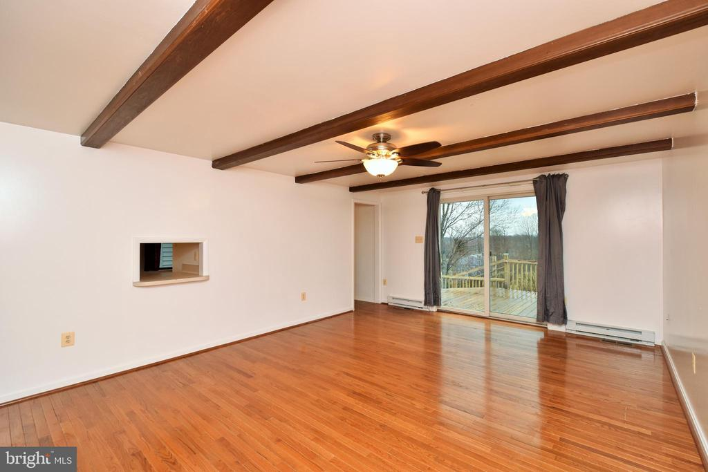 Family Room with Pass Through from Kitchen - 424 PEMBROKE WAY, CHARLES TOWN