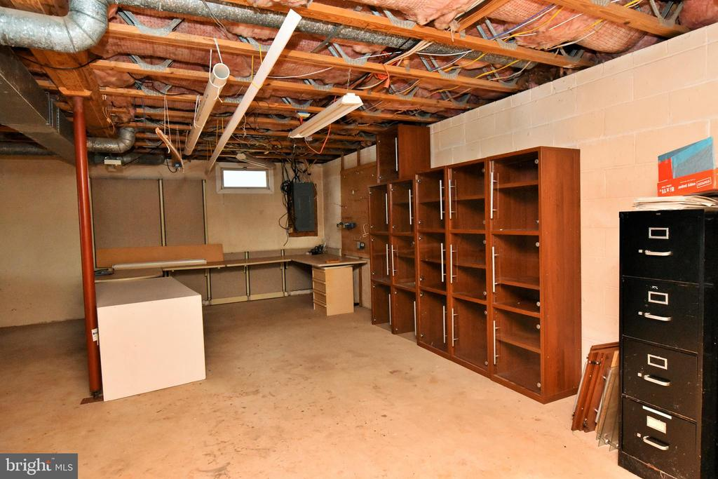 Workshop Area in Basement - 424 PEMBROKE WAY, CHARLES TOWN