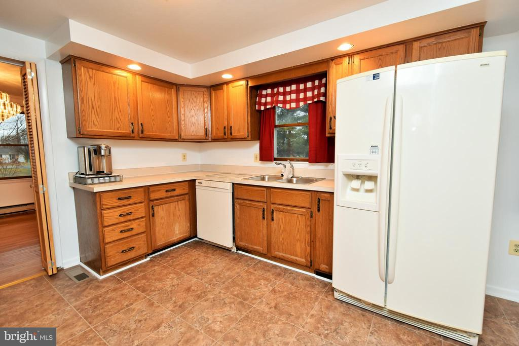 Large Kitchen and Breakfast - 424 PEMBROKE WAY, CHARLES TOWN