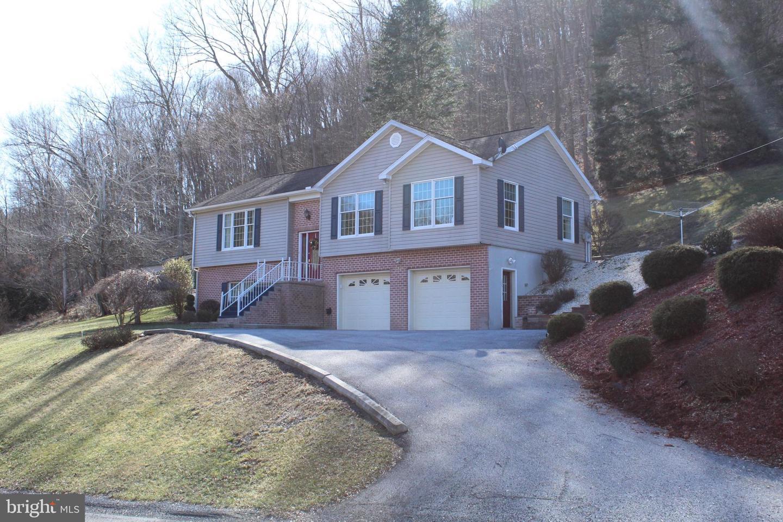 Single Family Homes για την Πώληση στο Manns Choice, Πενσιλβανια 15550 Ηνωμένες Πολιτείες