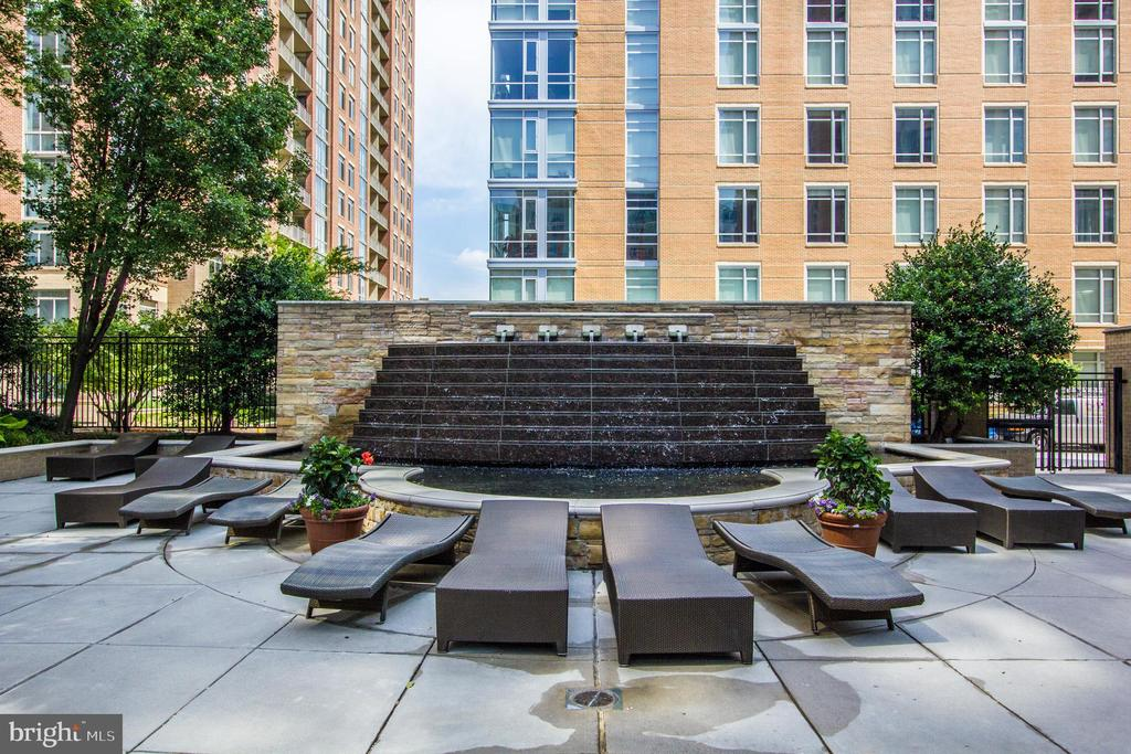 Fountain at Pool - 11990 MARKET ST #1017, RESTON